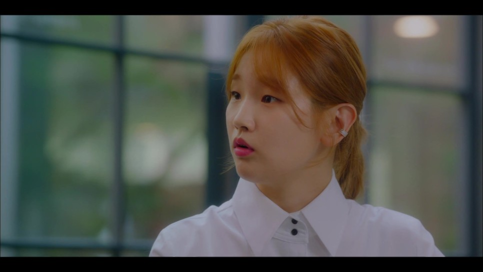 2 Hot Park So Dam's earrings in Record of Youth.