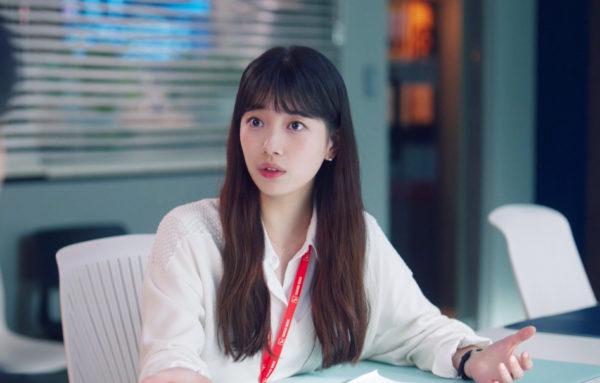 Kem nền Lancome của Suzy khiến khuôn mặt cô trở nên gợi cảm trong Start-Up