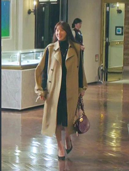 A bolsa da Penthouse Lee Ji Ah Cross é absolutamente quente (JOY GRYSON)