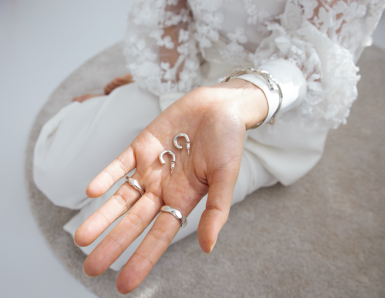 Start-Up Suzy earrings, elegant design by brand MONO NO AWARE