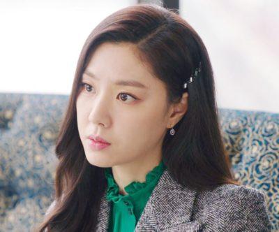 O grampo de cristal de Seo Ji Hye é tão bonito (KATEN KELLY)