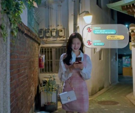 Chiếc túi trắng của True Beauty Moon Ga Young là Joy Gryson