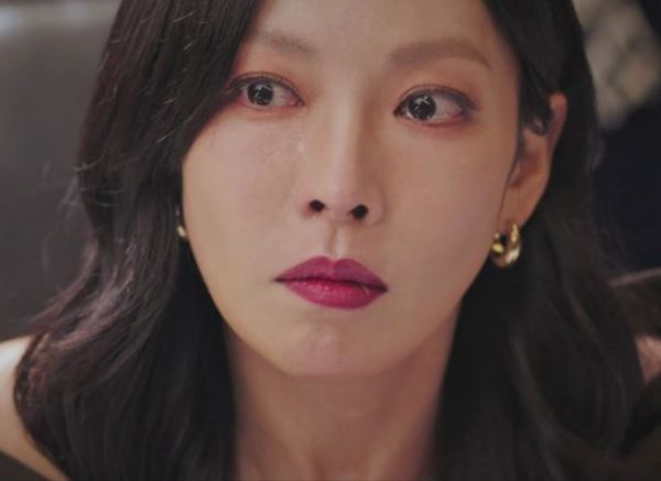 Penthouse Kim So yeon chuncky gold earring is HYERES LOR