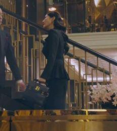 Penthouse Kim So yeon Balmain B Buzz Bag is eyecatching