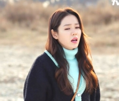 Son Ye Jin's necklace and earrings in Crash Landing on You
