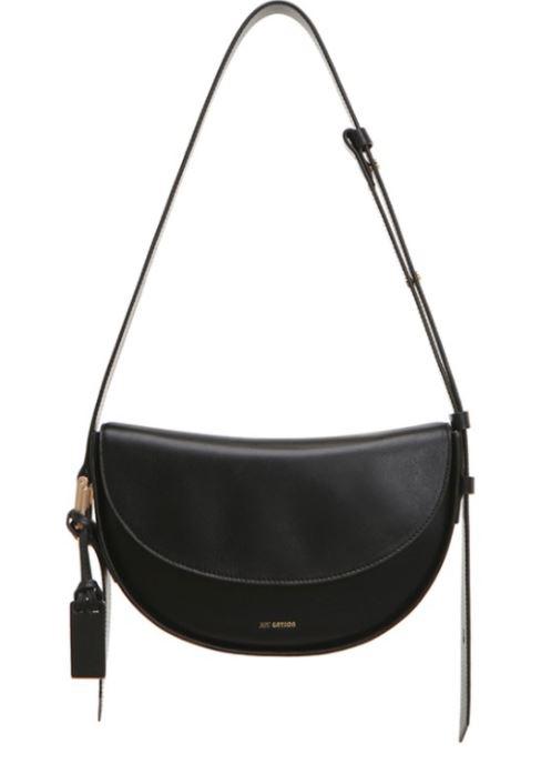 True Beauty Moon Ga Young black little shoulder bag is lovely