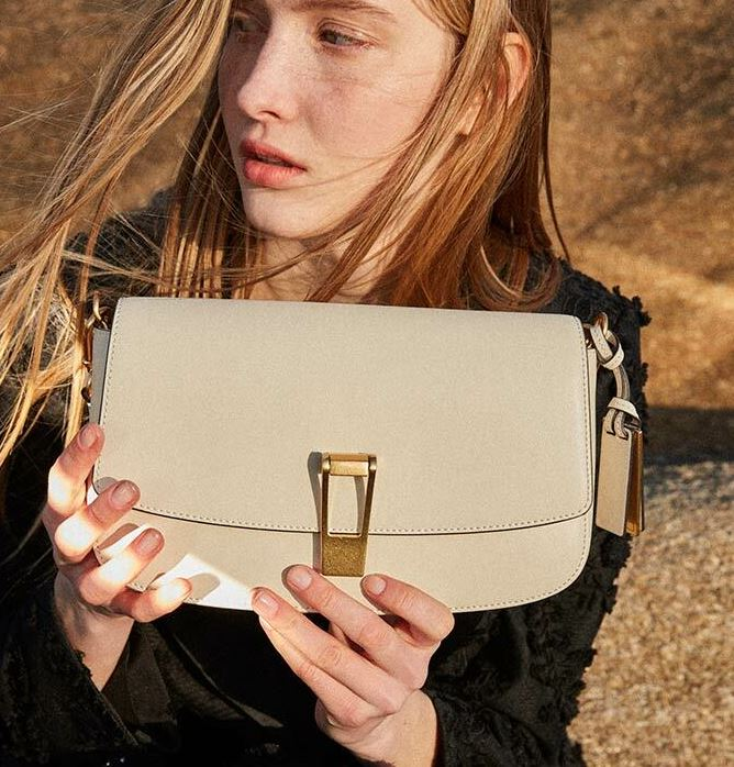 True Beauty Moon Ga Young fancy shoulder bag is trendy