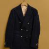 Ela nunca saberia que a jaqueta marinho Rowoon é absolutamente elegante