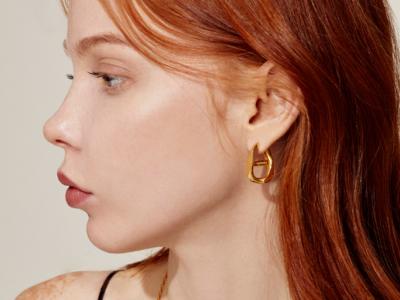 Penthouse Kim So yeon curve earrings definitely classy