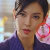 Bông tai đèn chùm trên Penthouse Kim So yeon chắc chắn đáng chú ý