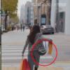 A bolsa de cruz verde Lovestruck in the City Han Ji Eun é totalmente estilosa