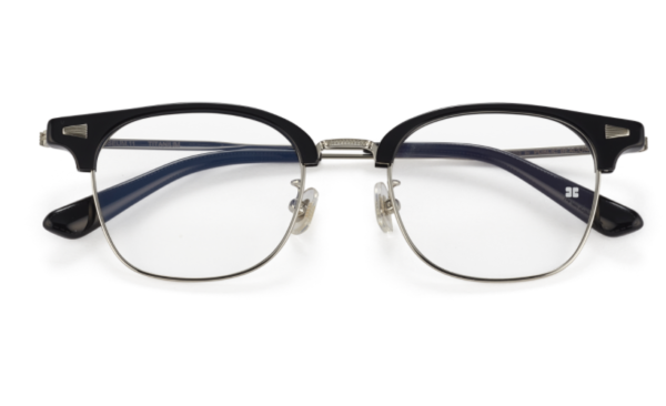 Kacamata Sekolah Hukum Kim Myung Min membuatnya terlihat sangat cerdas