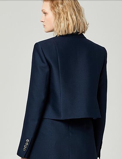 Vincenzo Jeon Yeo Bin getailleerde korte jas absoluut stijlvol