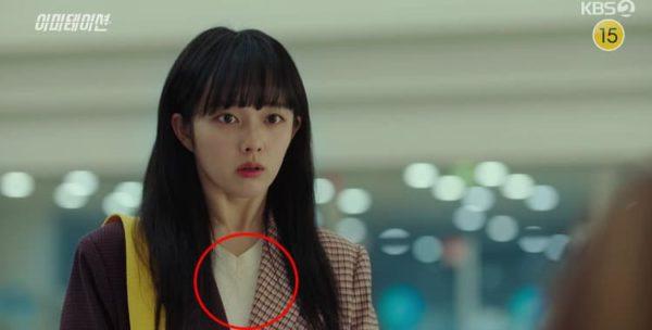 Le sweat-shirt imitation Jeong Ji So blanc est définitivement élégant