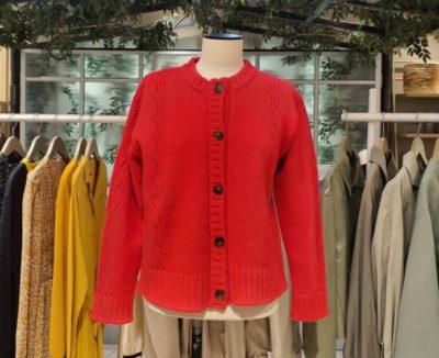 Le cardigan rouge imitation MINSEO est extrêmement populaire