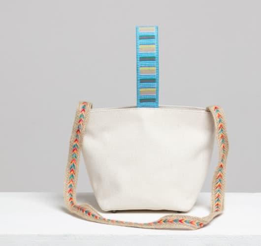La borsa a tracolla Imitation Jeong Ji So bianca è super elegante