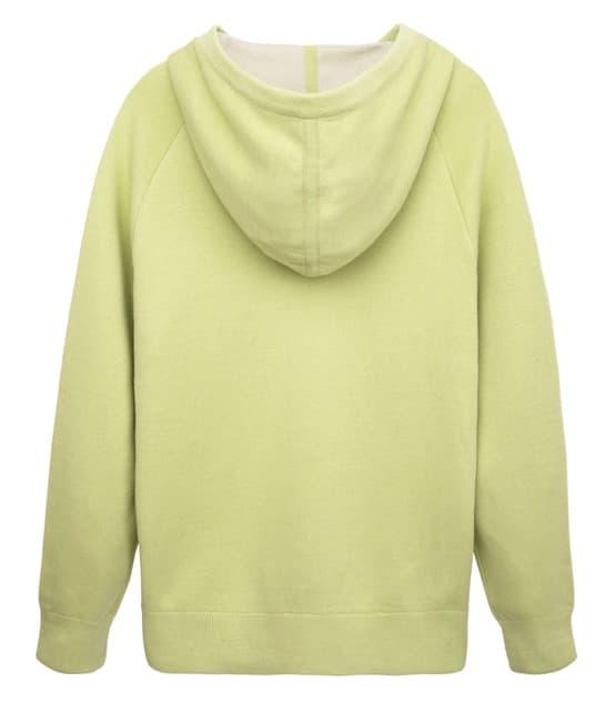 नकली जियोंग जी तो पीले हरे रंग की स्वेटशर्ट निश्चित रूप से मोहक है