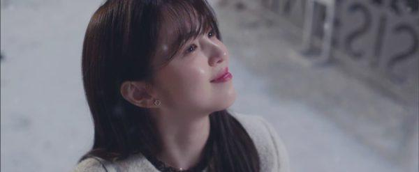 Tuy nhiên, đôi bông tai bằng vàng hồng của Han So hee thực sự rất hợp với cô ấy