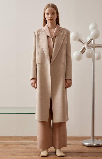 Trotzdem ist Han So Hee zeitloser handgemachter Mantel ganz klassisch