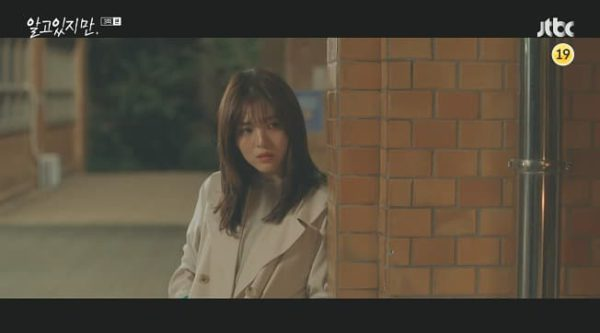 Dennoch Han So Hee Double Short Jacket mit Frontkragen ist super elegant