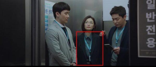 เพลย์ลิสต์ของโรงพยาบาล Jeon Mi Do SHIRRING BUTTON DEEP GREEN SHIRT นั้นพราวอย่างแท้จริง