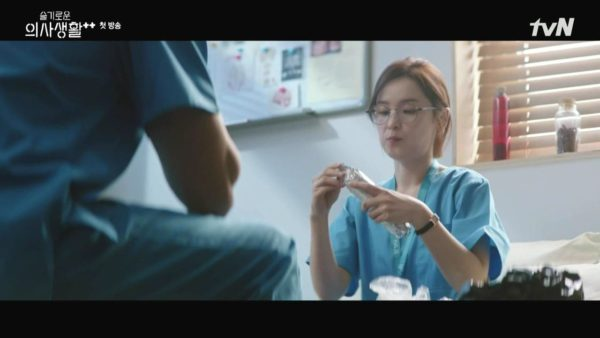 Hospital Playlist Jeon Mi Do Black leather watch is super attractive