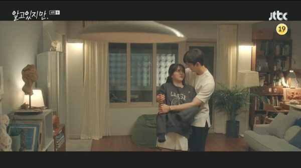 Néanmoins Han So Hee LLEGE LOGO SWEATSHIRT est vraiment charmant