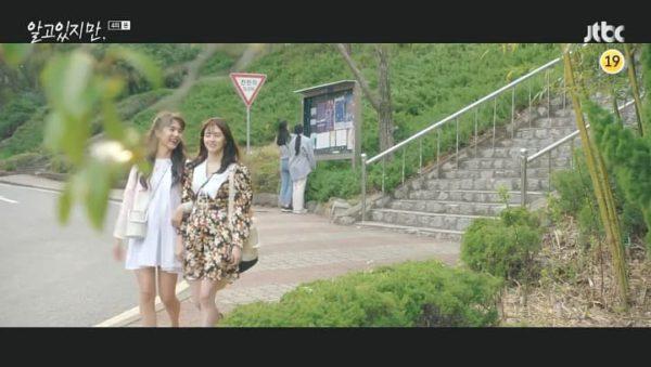 Trotzdem Han So Hee Floral Satin Sablé Minikleid ist extrem süß extremely