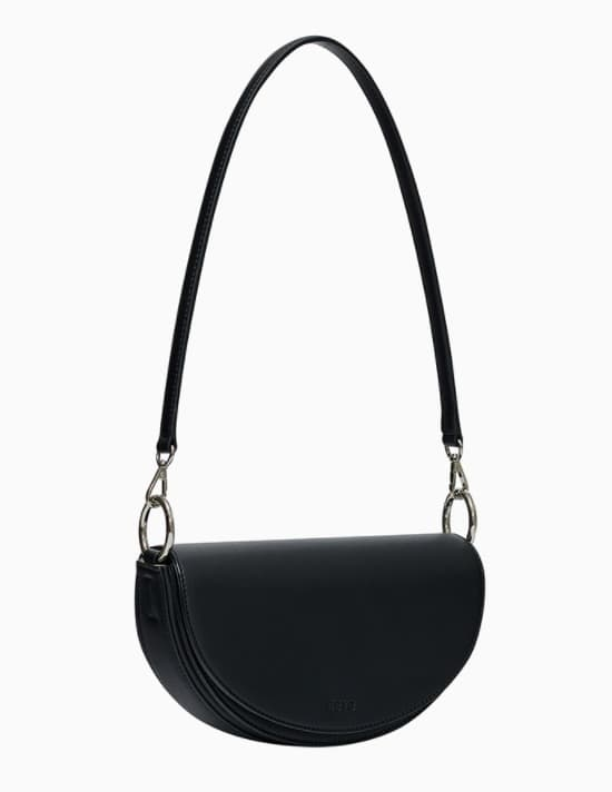 My Roommate Is A Gumiho Kang Han Na Atti Saddle Cross Bag is definitely attractive
